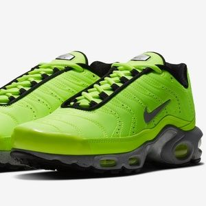 "NIKE AIR MAX PLUS ""FULL VOLT"""